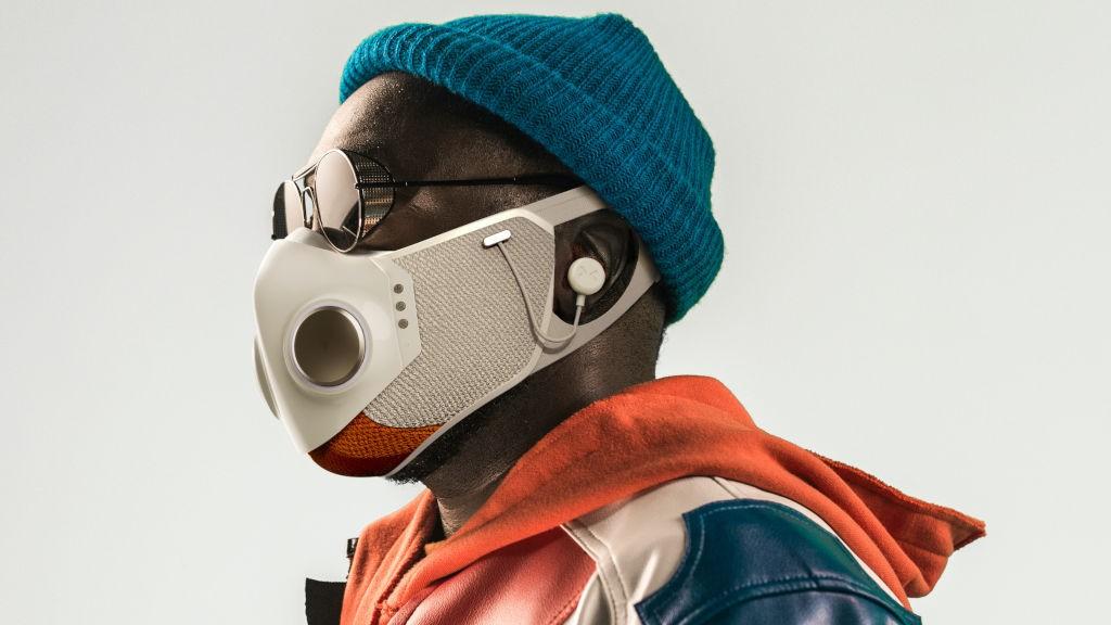 Ο ράπερ Will.i.am λανσάρει Smart Mask