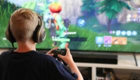 Παιδιά ουρλιάζουν επειδή οι γονείς τους έκλεισαν την τηλεόραση όσο έπαιζαν Fortnite