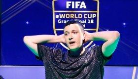 Pro παίκτης Fifa έβρισε την EA σε livestream, έφτυσε το logo της κι έφαγε ban