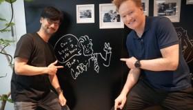Ο παρoυσιαστής Conan O'Brien επισκέφθηκε τον Hideo Kojima