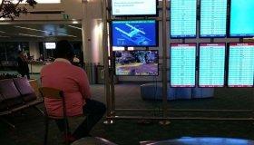 Gamer συνέδεσε το PS4 του σε οθόνη αεροδρομίου