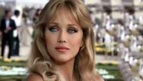 """""""Έφυγε"""" η Tanya Roberts, το κορίτσι του James Bond"""